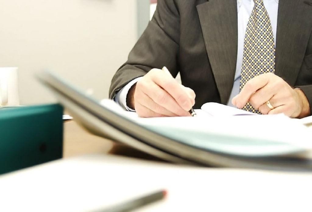 Регистрировать можно и ИП, и ООО