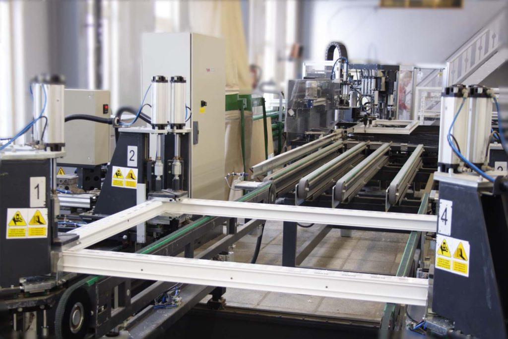 Оборудование для производства пластиковых окон довольно дорогостоящее