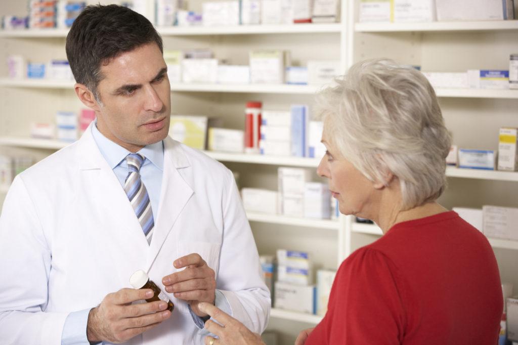 Сотрудники аптеки должны иметь фармацевтическое образование, чтобы при необходимости проконсультировать покупателя